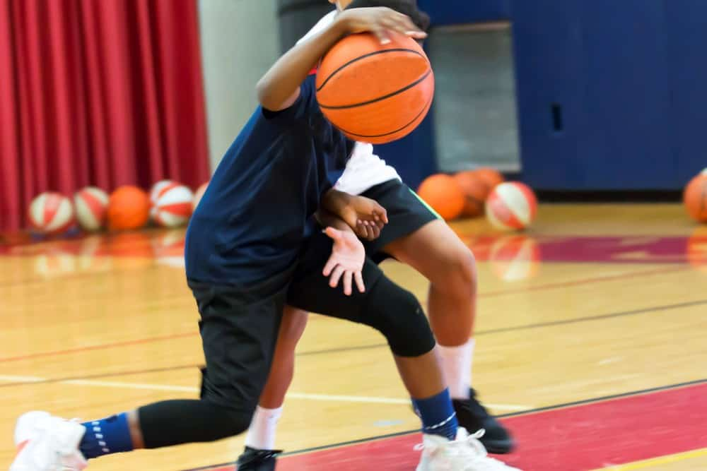 basketball beginner tips-lef or right hand